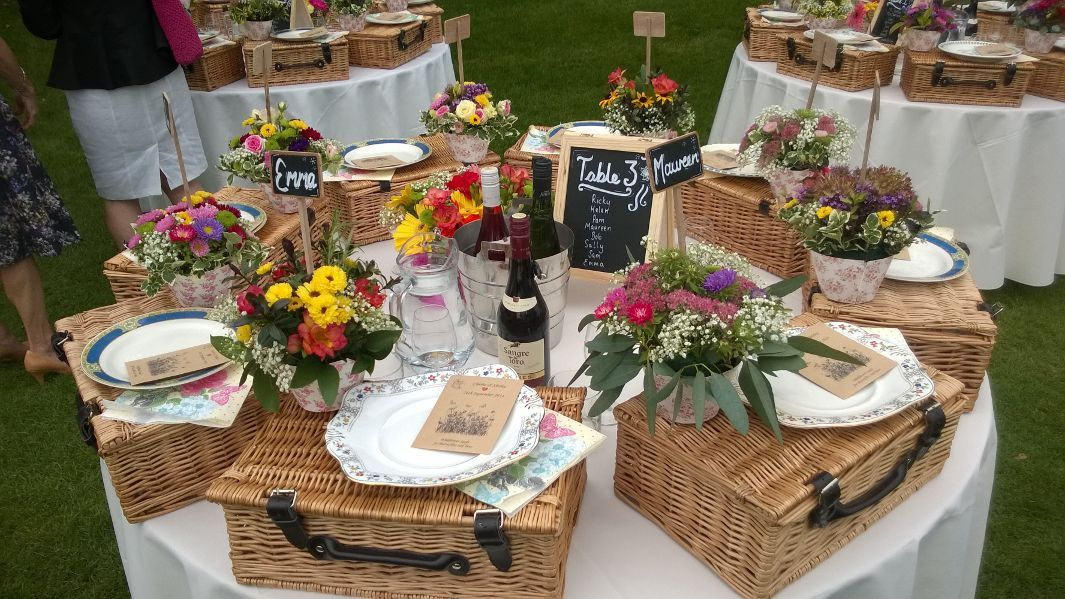 Picnic Basket Wedding Gift : Picnic hampers on table wedding reception