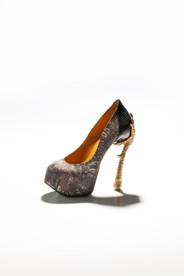 ファッションに寄せて表現したという「bird-witched」の中の一足