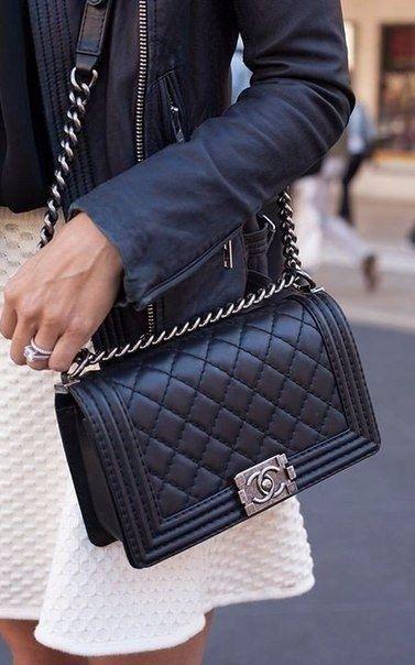 Легендарная стеганая сумка от Шанель. 5   Аксессуары   Chanel ... 70419cde59f