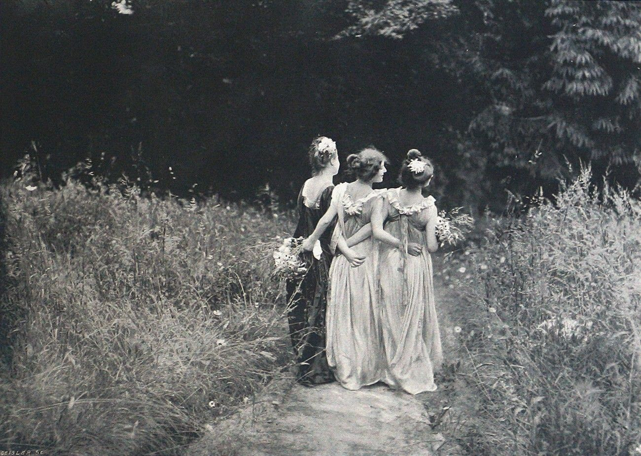Au Jardin Fleuri 1899 Photographed By Constant Puyo In France