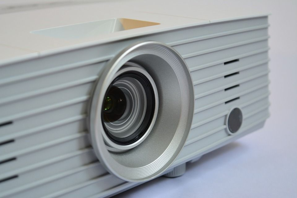 5 reasons you should buy a projector for your fine art