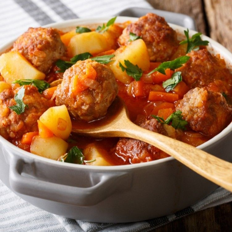 إيدام البطاطس مع كرات اللحم مطبخ سيدتي Recipe Meat Recipes Beef Skillet Recipe Potato Recipes