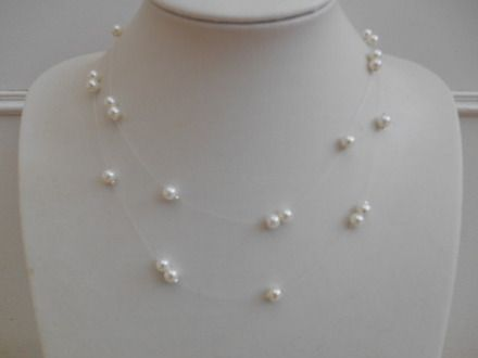 collier perle sur fil transparent