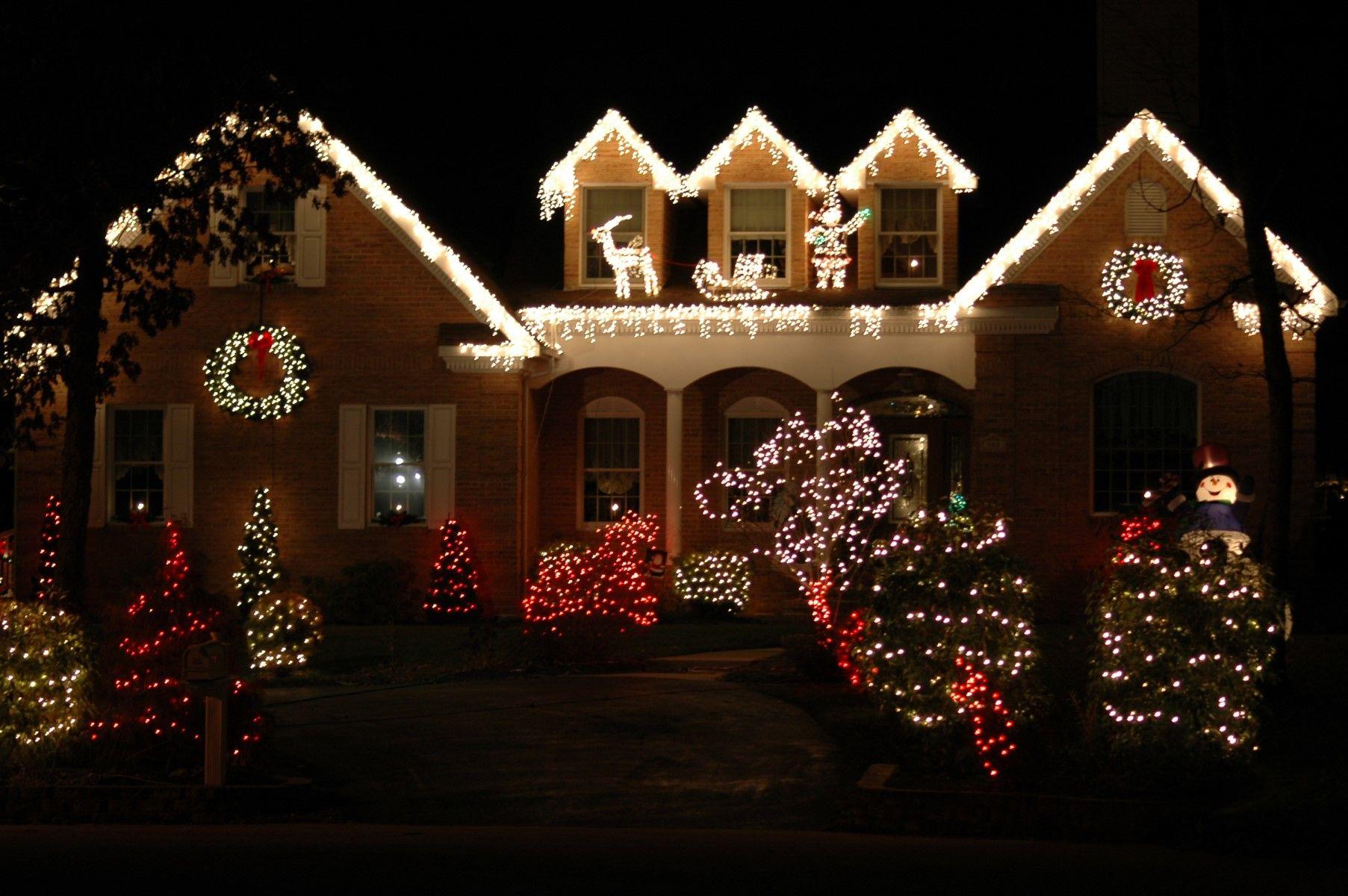 9 Incredible Home Christmas Light Displays Goedeker S Home Life Christmas Lights Outside Outdoor Christmas Diy Christmas House Decorations Outside