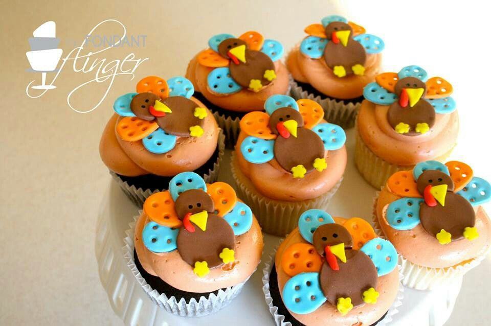 Cute lil turkey cupcakes     :)