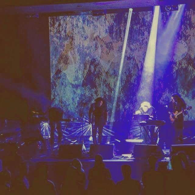 Reposting @ihaka_nz: Wooooww what an amazing #concert with #live #visuals in @deoosterpoort #Groningen @ PlatoPlanet with @quibussounds! <3 #love letting free on #dream scapes, #techno and #house influences with #band. Until 5 October @poprondegroningen @popronde is heating up woop! 💪 . . . . . #music #electronic #drums #trombone #effects #guitar #bass #synth #gibson #lights #blue #smoke #psychedelic #warrior #newzealand