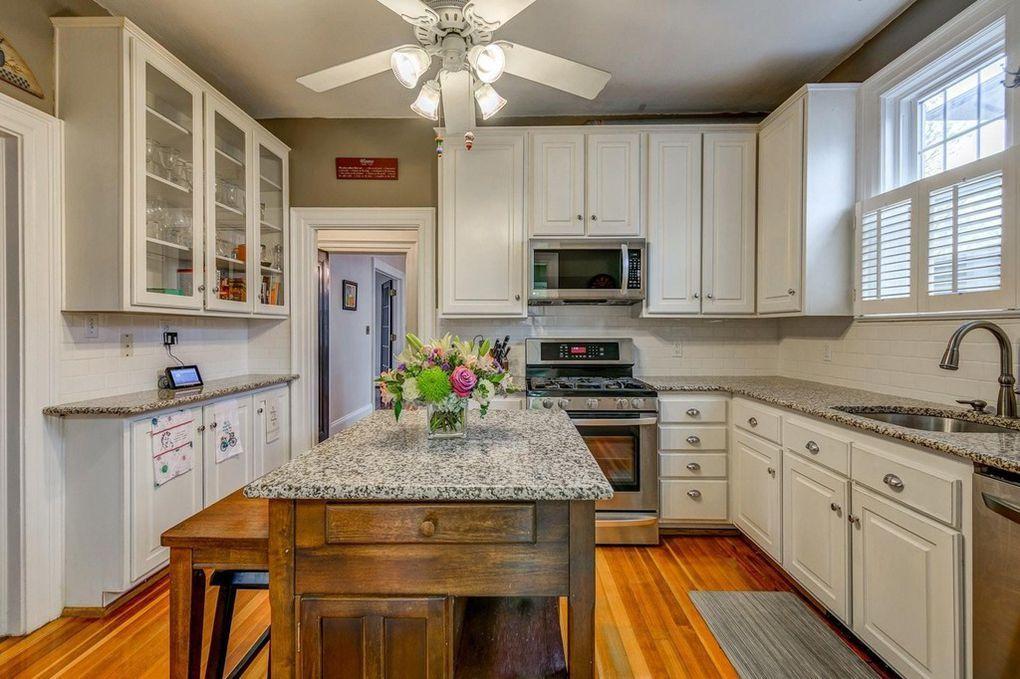 2274 Maiden Ln Sw Roanoke Va 24015 Kitchen Cabinets Home Decor House Design