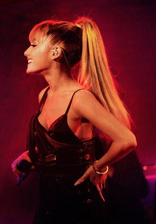 "Ariana Grande e Mac Miller apresentam ""My Favorite Part"" no AUDIENCE Music Concert (Vídeo em HQ) >"