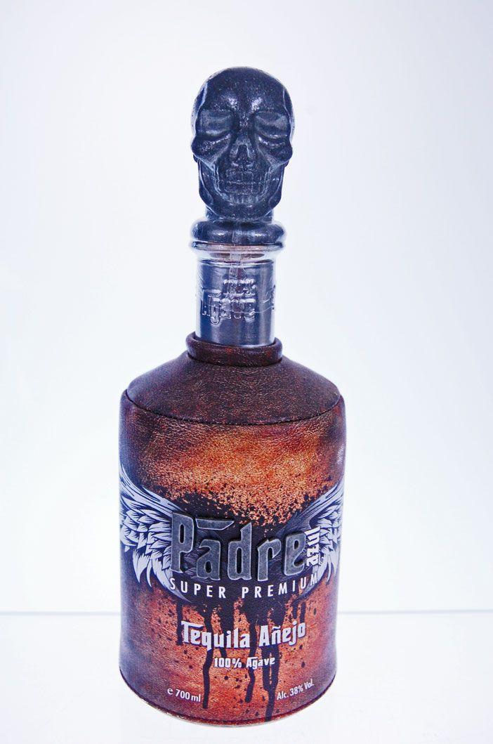 Padre Azul Tequila Añejo, prachtige eyecatcher van een fles met 38% alcoholgehalte.