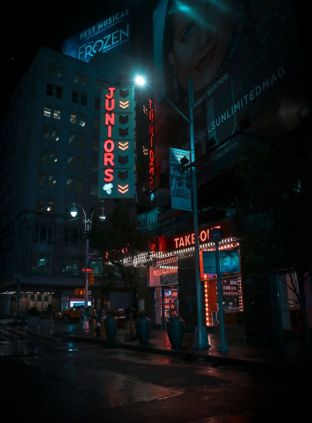 Pin By T13r On Street Picture Neon Wallpaper Man Wallpaper Photography Wallpaper