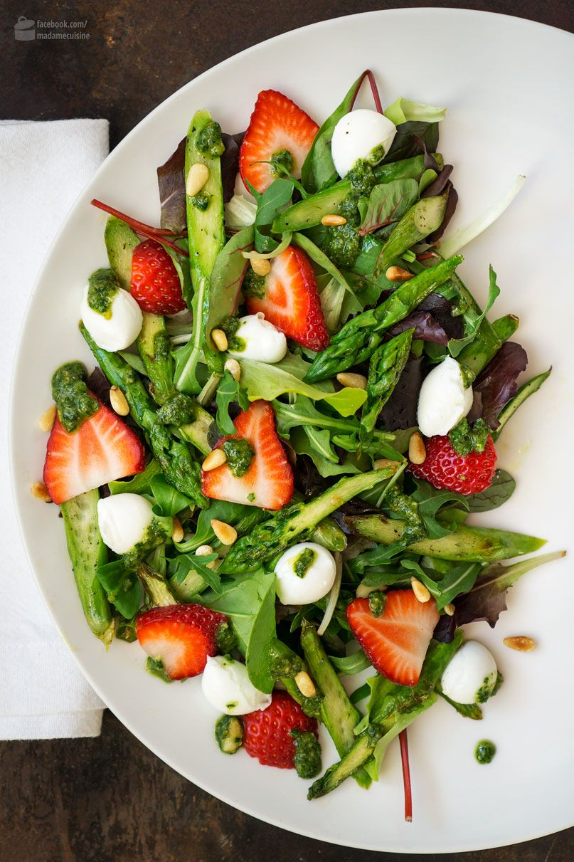 Photo of Asparagus salad with strawberries and basil pesto – madame cuisine