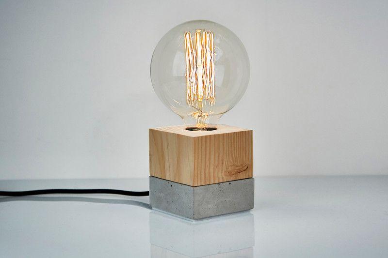 Tischlampen Beton Holzlampe Der Wurfel Ein Designerstuck Von Industrialrepublic Bei Dawanda Holzleuchte Tischlampen Holzlampe