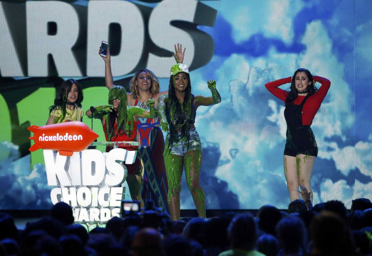 """""""  Fifth Harmony is slimed while accepting the award for Favorite Music Group during Nickelodeon's 2016 Kids' Choice Awards - 3/12 """""""