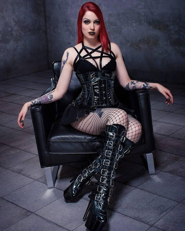 7fed151cdcb Model  Obscure Raven ( obscure.raven)  gothic  goth  gothicmodel   gothicfeatureme  darkness  dark  darkgirl  altmodel  alternativegirl   gothicbeauty ...
