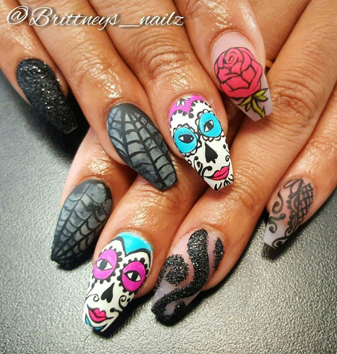 Halloween Nails Day of the dead Skull nails Flower nails ...