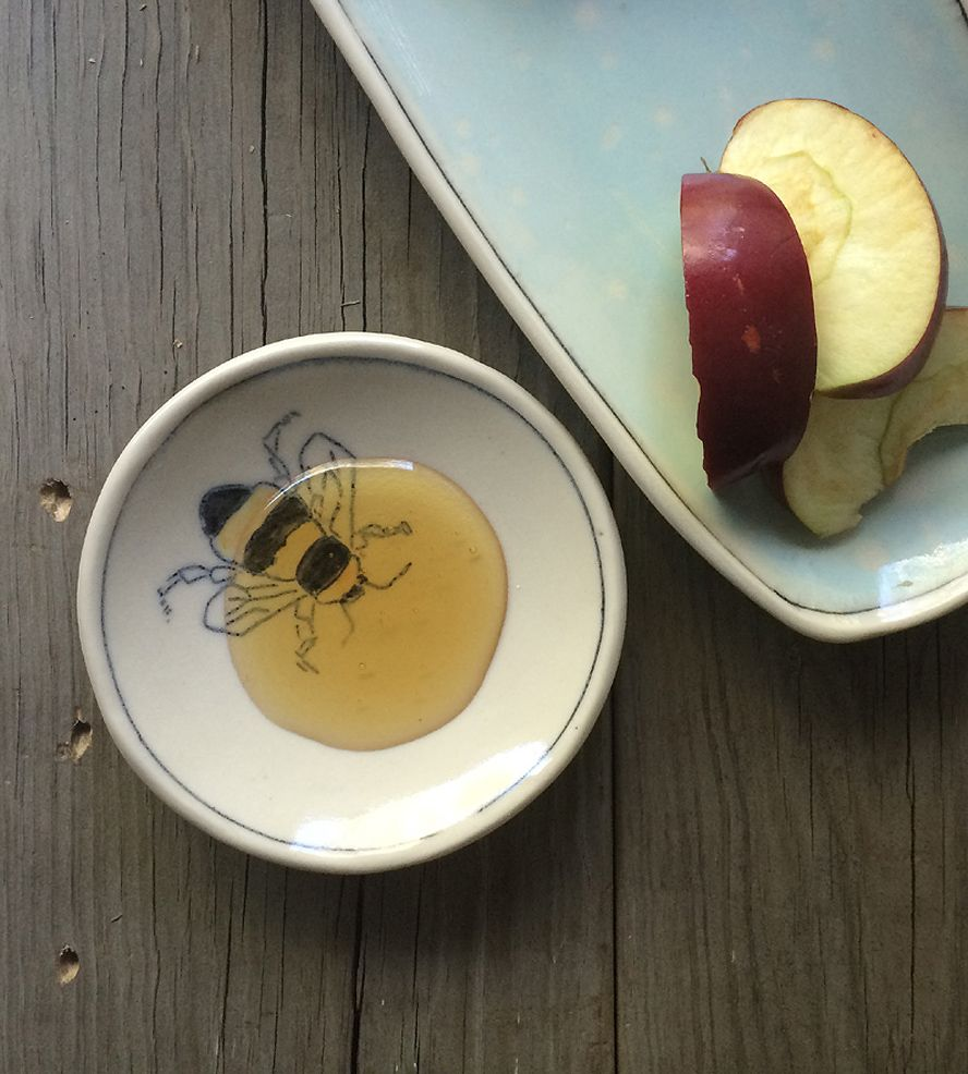small porcelain honey bee dish | bees, porcelain and kitchen