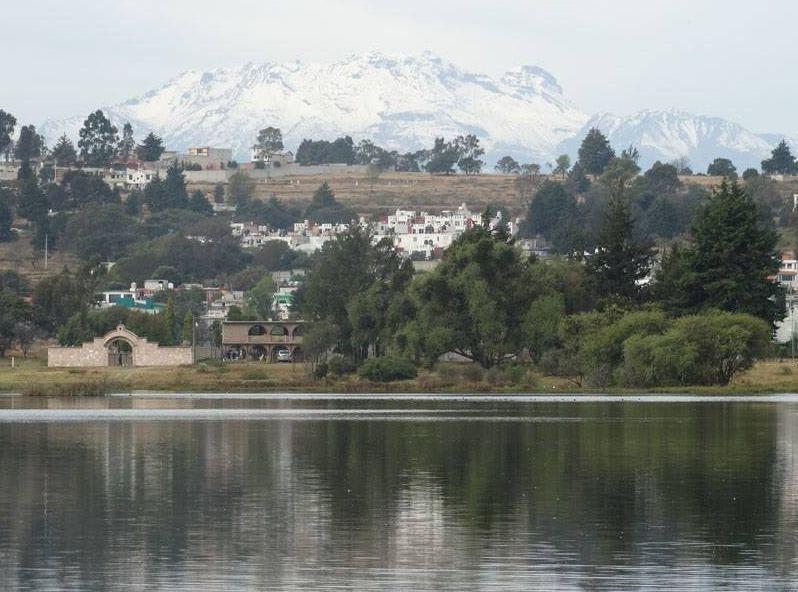 Laguna de Acuitlapilco y el Iztaccíhuatl
