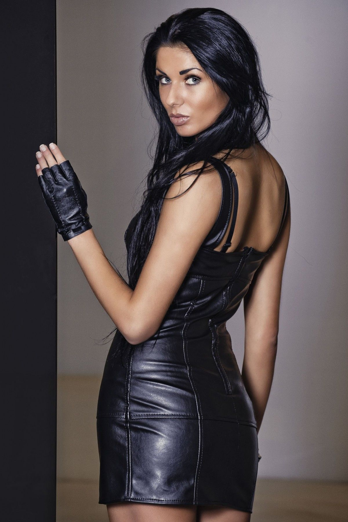 Sukienka Model Agnes Black Produkt ze skóry ekologicznej ...