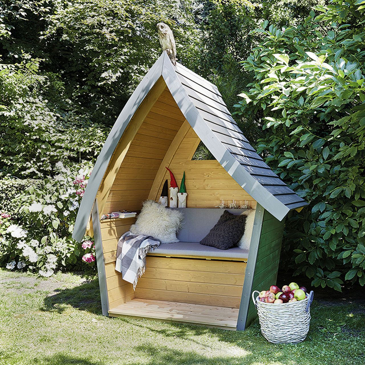 Lounge h ttentraum m rchenhafte outdoor sitzm glichkeit - Palettentisch garten ...