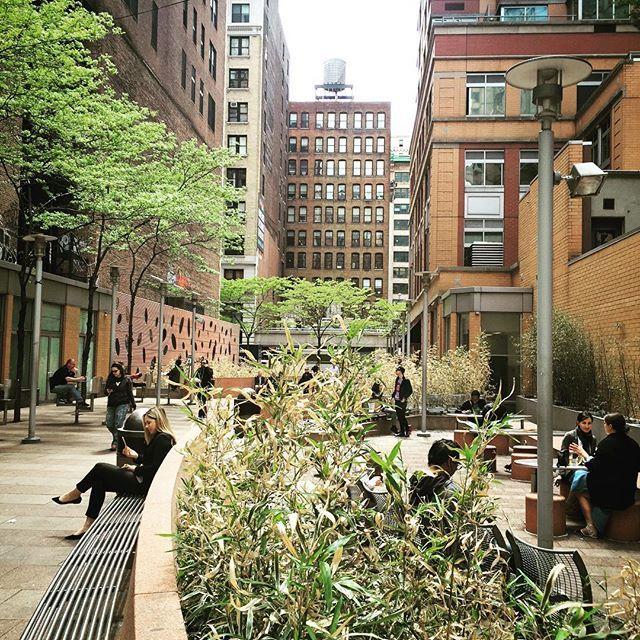 How New Yorkers park #thatshowwepark #newyork #nyc #wanderlust #walkthisworld #parknyc☀🗽