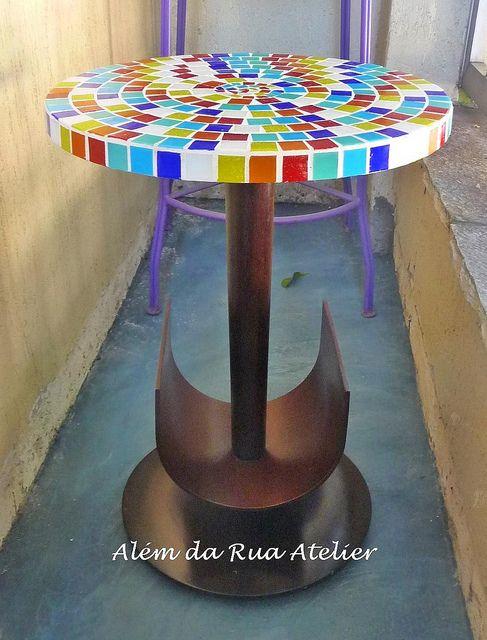 Tampo de mosaico super colorido! by ALÉM DA RUA ATELIER/Veronica Kraemer, via Flickr