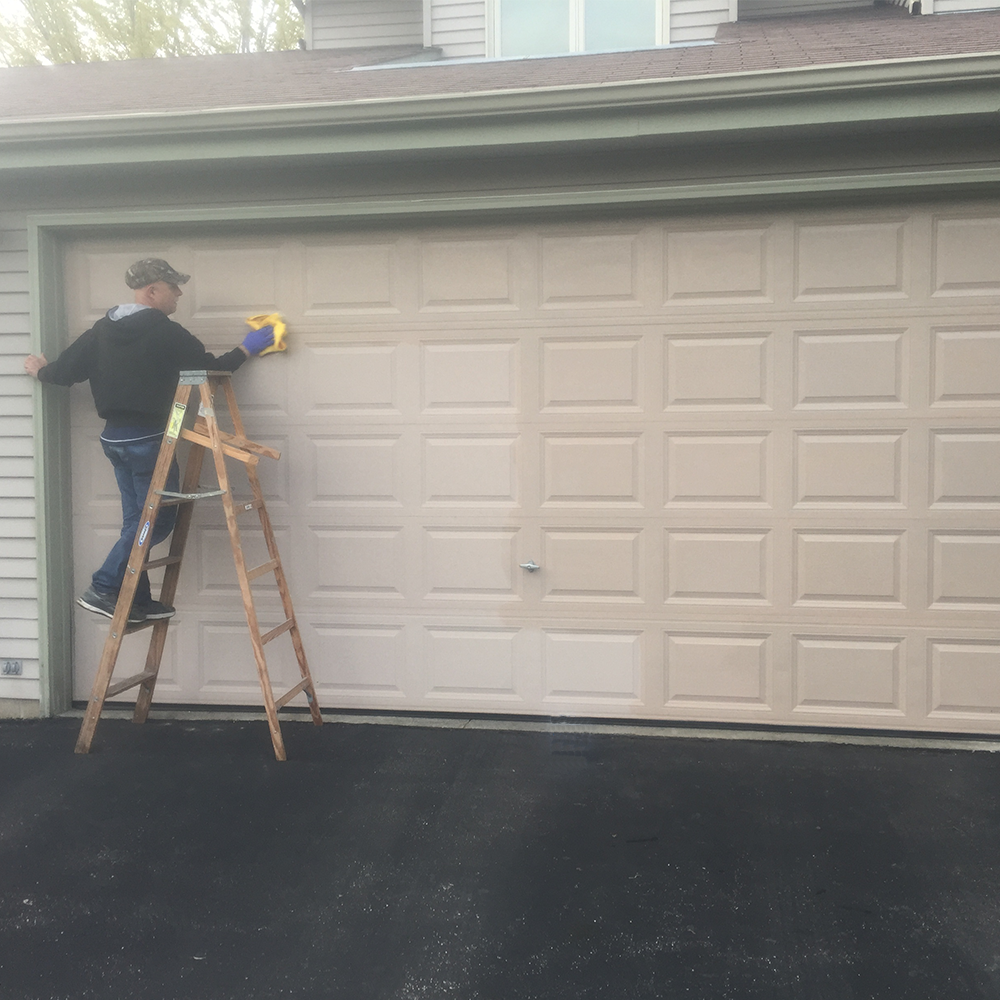 What Does Al New Do Aluminum Restoration Solution Cleans And Removes Chalky Oxidation From Aluminum And Metal Garage Doors Aluminium Garage Doors Garage Doors