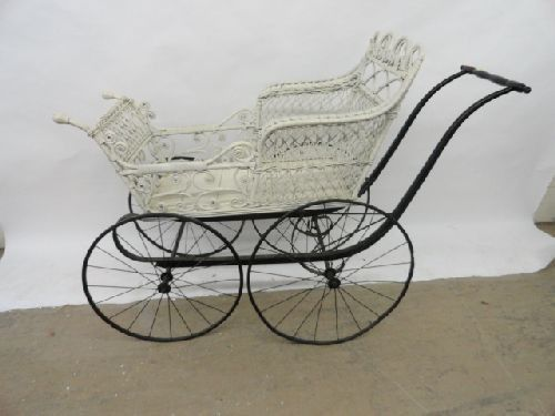 2290186 fancy victorian wicker baby carriage on for Kinderzimmermobel baby