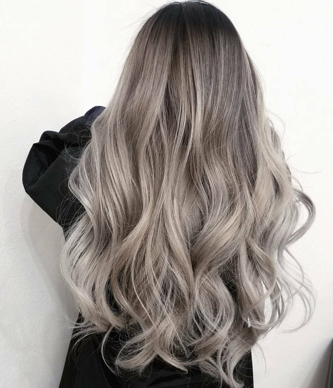 774 Me gusta, 10 comentarios - Fanola Professional USA (@fanola) en Instagram: Yes, that's all her real hair. No extensions needed!  This rooty ash look was done by @sammiiwang… #lightashblonde