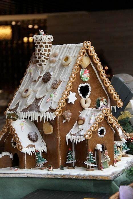 36 helt fantastiska pepparkakshus med kristyr och godis #gingerbreadhouseideas
