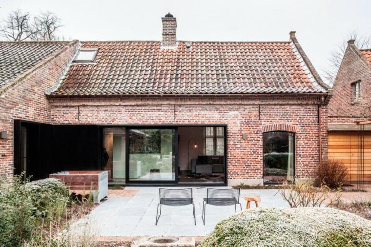 vieille ferme en brique transform e en espace moderne et design vieilles fermes maison. Black Bedroom Furniture Sets. Home Design Ideas