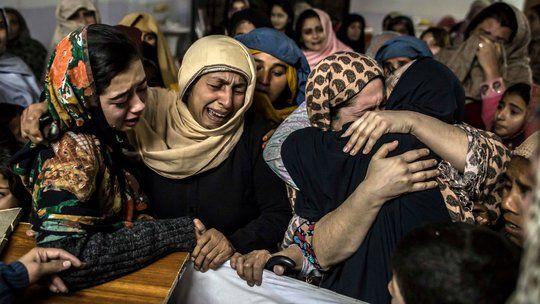 Taliban Besiege Pakistan School, Leaving 145 Dead - NYTimes.com