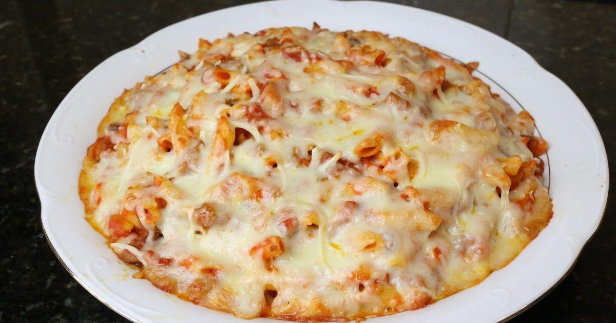 La pasta es muy recomendable que esté incluida en nuestra dieta y estos macarrones con ternera, tomate y queso están deliciosos.