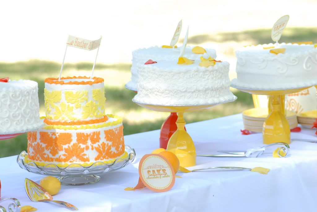 Love The Yellow Cake Stands