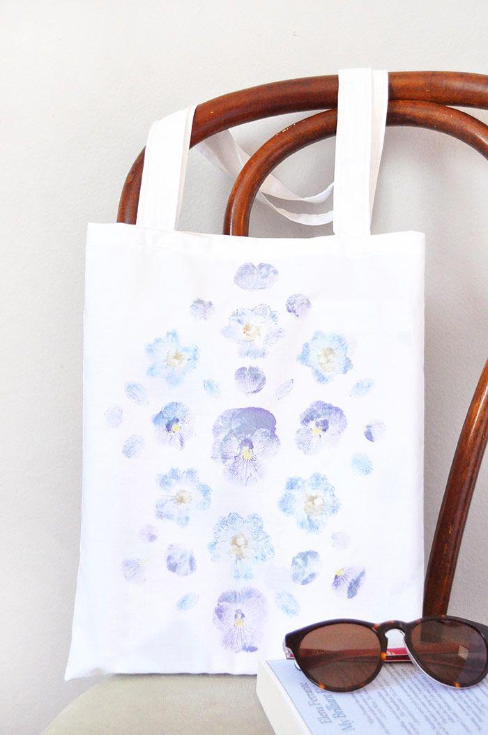 cea2c49a6 DIY Pounded Flower Tote on Design*Sponge | craft | Diy tote bag, How ...