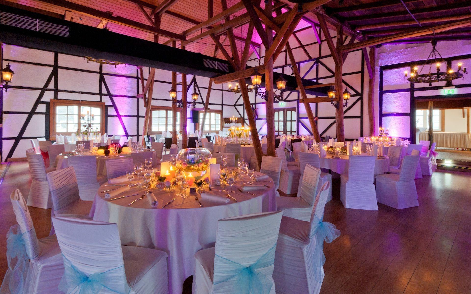 Hochzeitssaal Scheune Im Golfhotel Vesper Bei Wuppertal Hochzeit Saal Hochzeitssaal Hochzeit Location