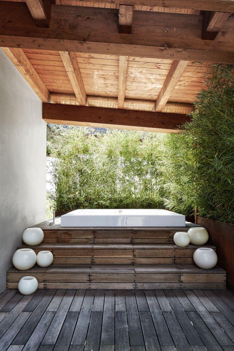 Terrasse Holz Uberdachung Whirlpool Bambus Sichtschutz