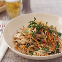 Chicken Satay Noodle Salad, 30-Minute Meals   http://www.rachaelraymag.com/Recipes/rachael-ray-magazine-recipe-search/rachael-ray-30-minute-meals/chicken-satay-noodle-salad