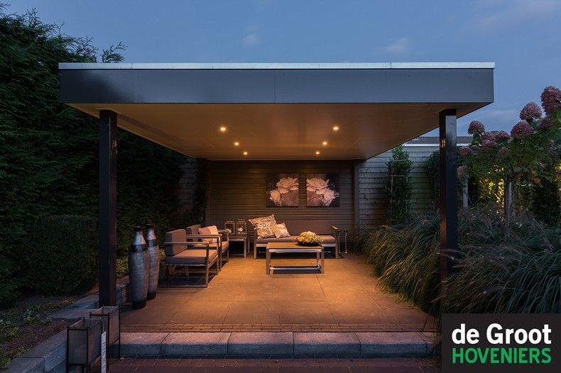 Veranda met verlichting, inbouwspot in het plafon in een strakke ...