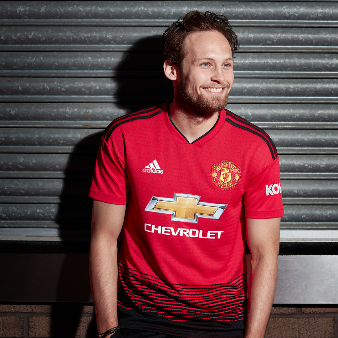All Aboard In Marking 140 Years 2018 19 Man United Home Discover More And Buy Now Manchester United Football Club Football Shirts Manchester United Football