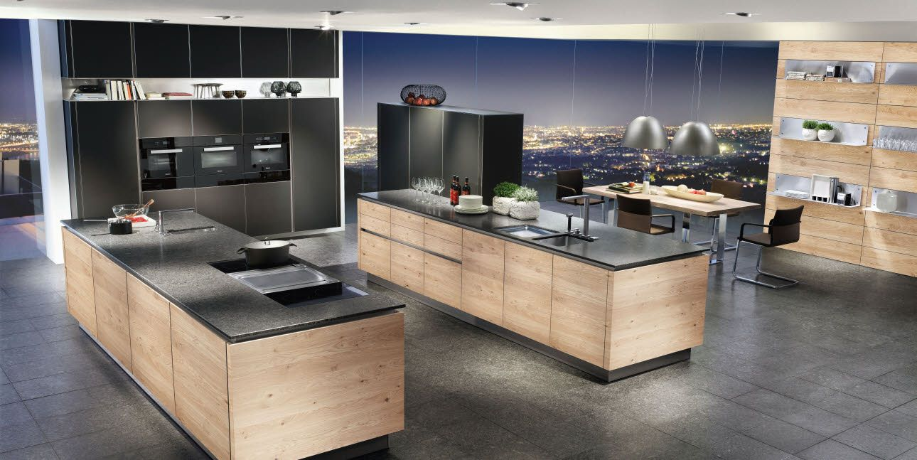 Edle Küche in schwarz matt kombiniert mit Holz (Wildeiche furniert ...