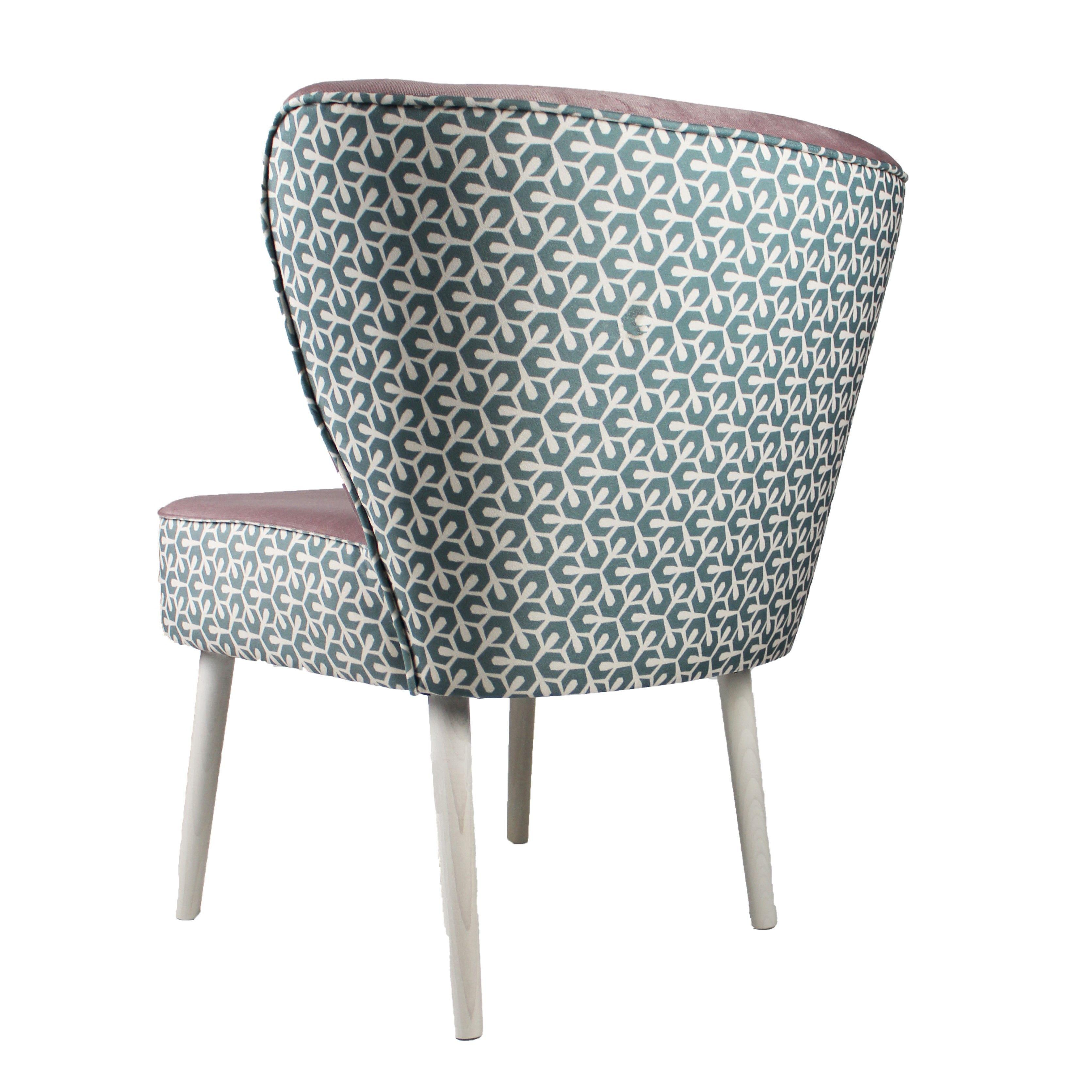 Susser Sessel Furs Wohnzimmer Aufhubschen Homesweethome In 2020 Sessel Mit Hocker Sessel Kleine Sessel