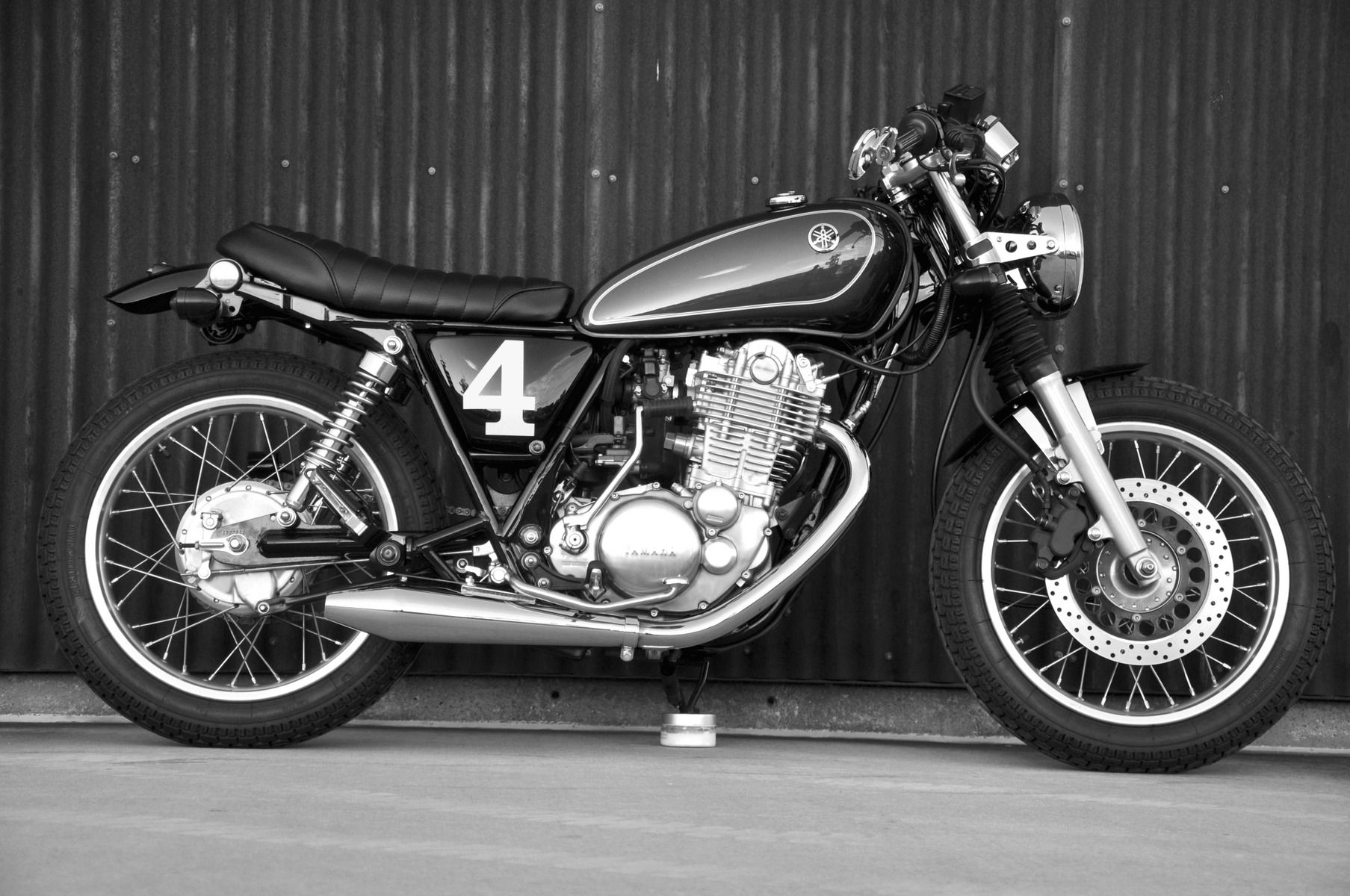 This Is A Cafe Racer Vintage Style Motorcycle The Builder Used A New Yamaha But Created A Vintage Look And Feel Cafe Racer Build Cafe Racer Bike