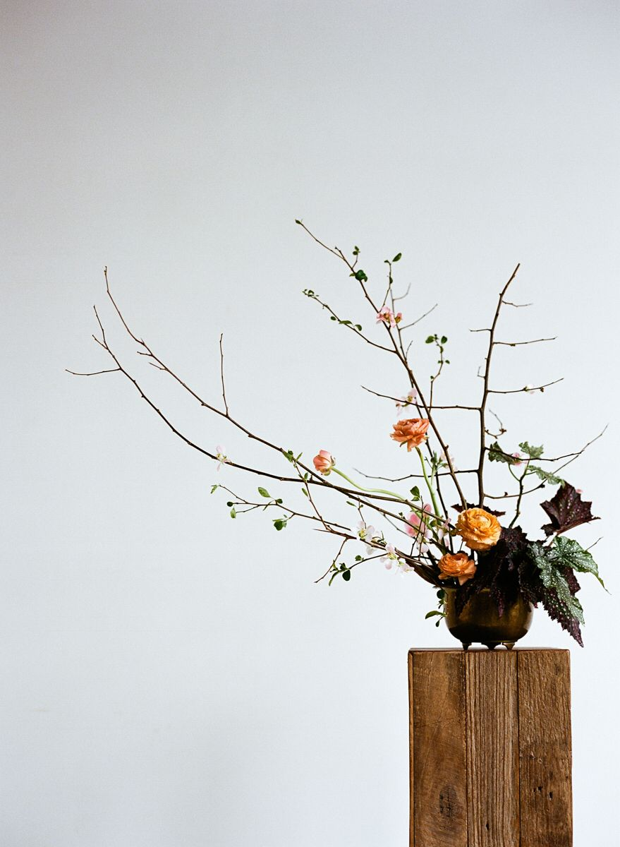 이미지 출처 https://www.kinfolk.com/wp-content/uploads/2013/05/Kinfolk_Ikebana-Learning-to-Branch-Out_v8-06-04-13_01.jpg