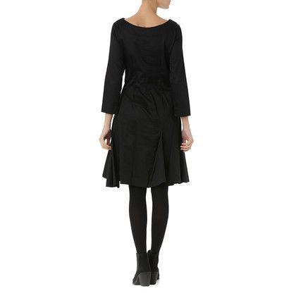 zwart kleedje met lange mouwen