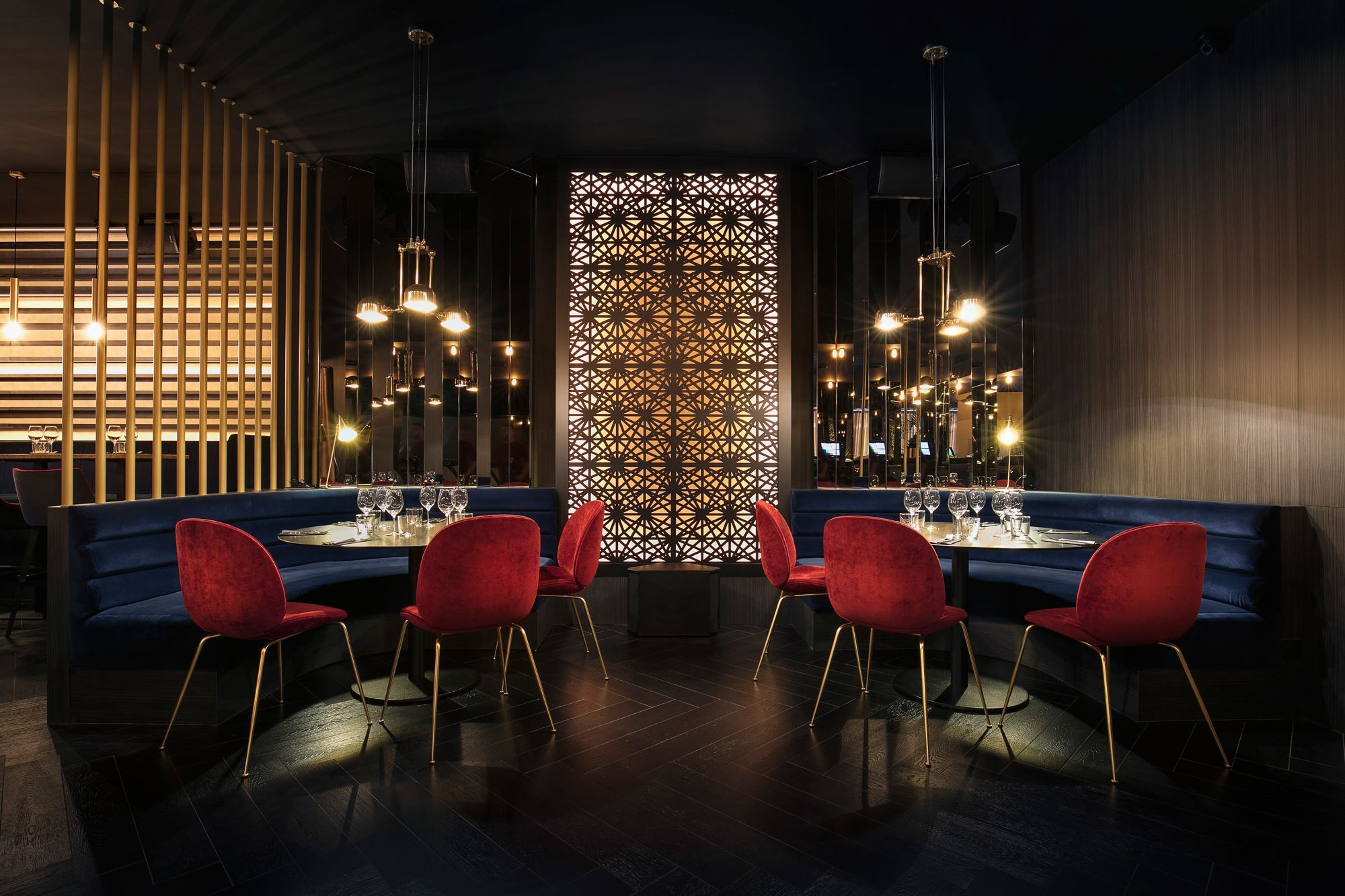 Our neiva quirky chandelier is suspended in the elegant and sophisticated madison restaurant nice designer baldini architecture mullanlighting
