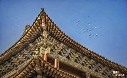 Details of traditional Chinese architecture: beams, brackets and roofs