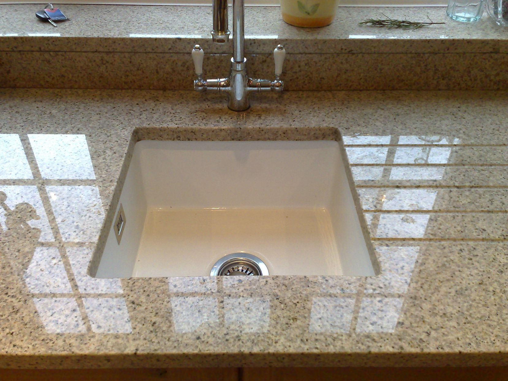 20 Granite Countertop With Undermount Sink Small Kitchen Island Ideas With Seating Check More At Stone Sink Kitchen Kitchen Decor Modern Large Kitchen Sinks
