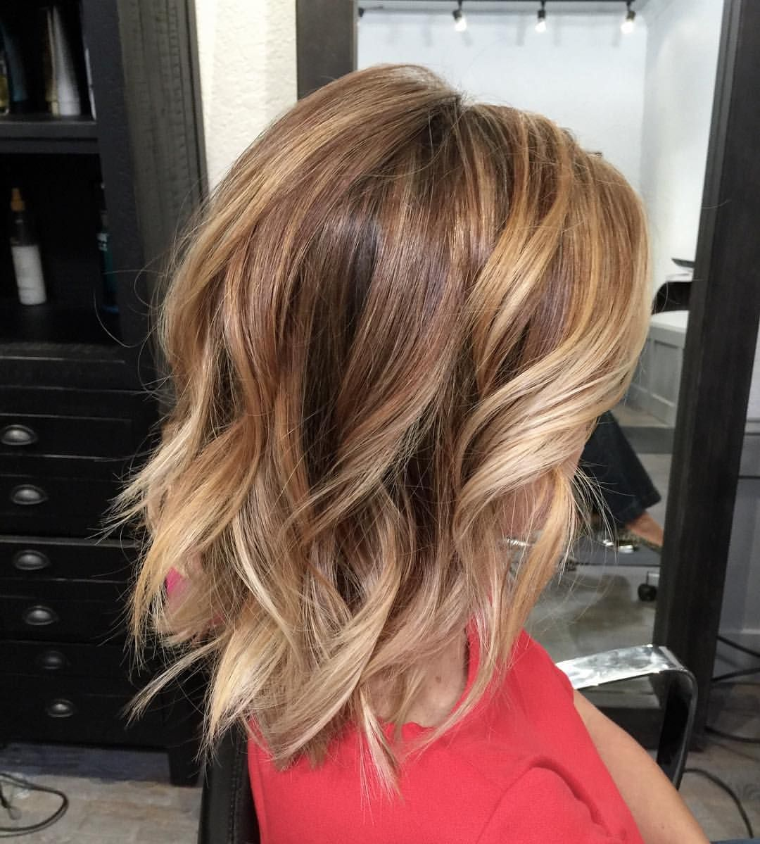 Cute Hairstyle Bronde Bob With Beach Waves Beautiful Hair And