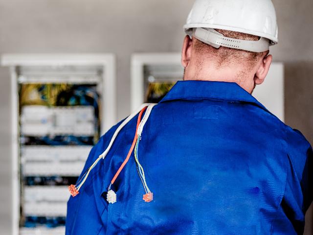 Het capaciteitstarief is berekend op de maximum hoeveelheid stroom die je op elk moment van de dag kan afnemen van het net. De redenering: hoe kleiner het vermogen van de elektrische installatie in huis, hoe minder je het net belast.