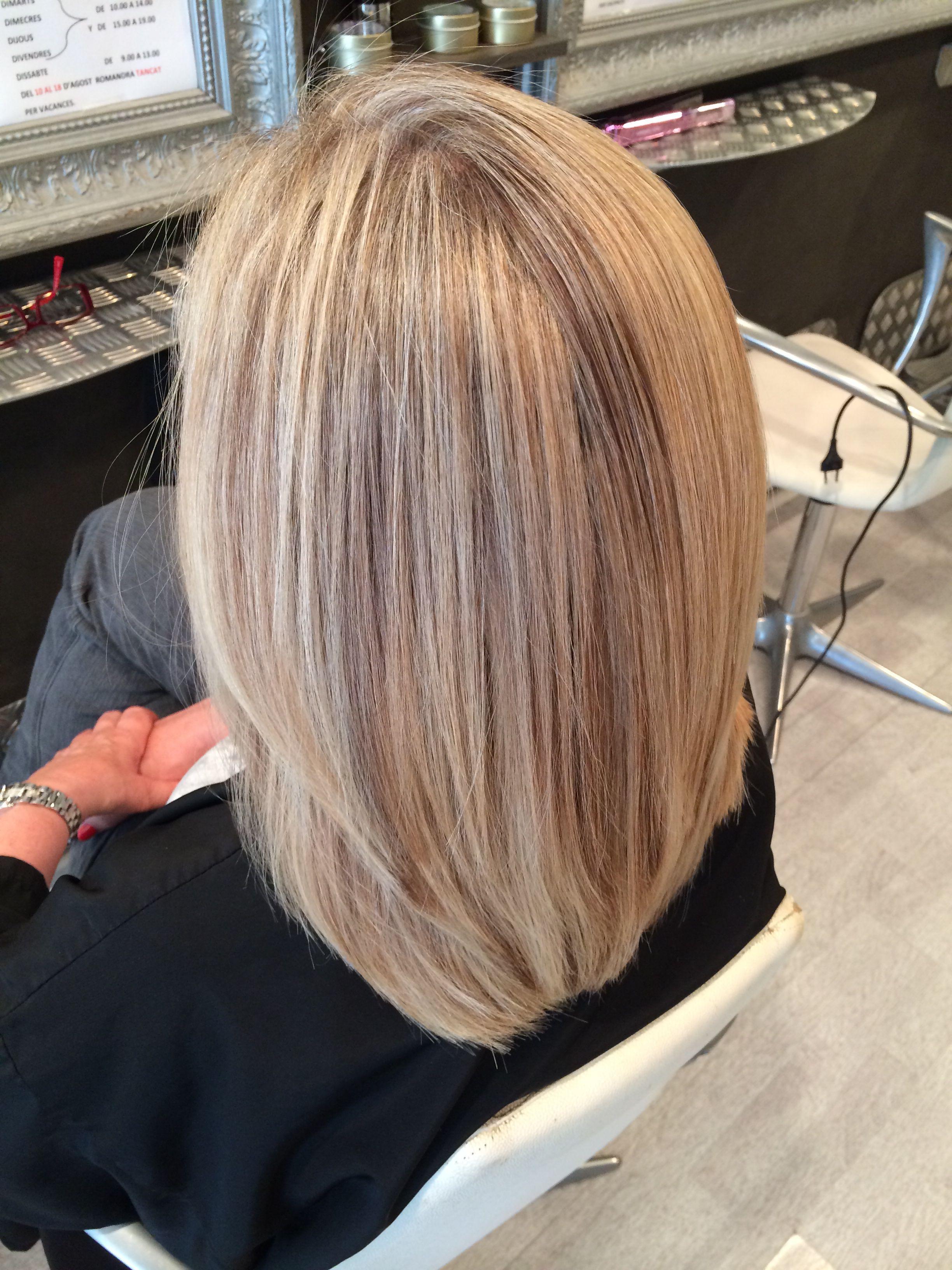 Mechas de dos colores en pelo corto